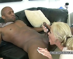 Blonde milf phoenix marie is nailing a dude this babe just met