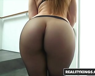Realitykings - monster curves - (dani daniels, jessy jones) - getting bawdy