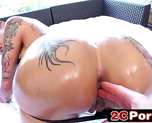 Big tattooed arse bella bellz engulfing hard shlong