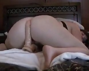 Sexy woman riding a sex-toy on her daybed - camwhoregirls.com