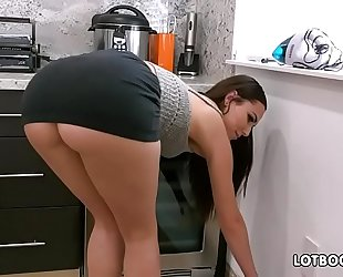 Gorgeous dark brown large arse playgirl aidra fox copulates handy stud