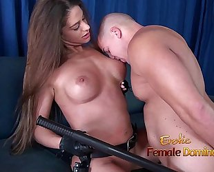 Girl in police uniform regulating a stud by making him take up with the tongue her cum-hole