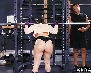 Big booty gym sweetheart mandy muse anal screwed after squats